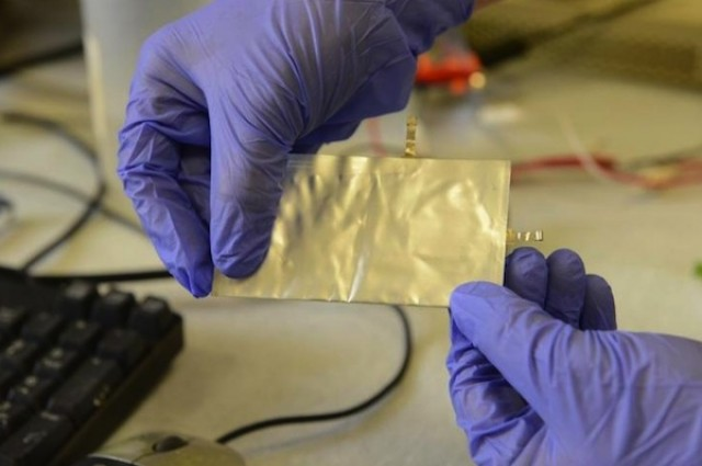 New aluminum battery fully charges in one minute